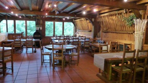 restaurant-salle2-grange-de-cires-cires-luchon