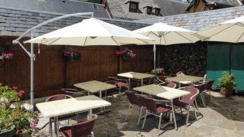 restaurant-terrasse2-grange-de-cires-cires-luchon